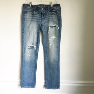 AMERICAN EAGLE distressed jeans size 10